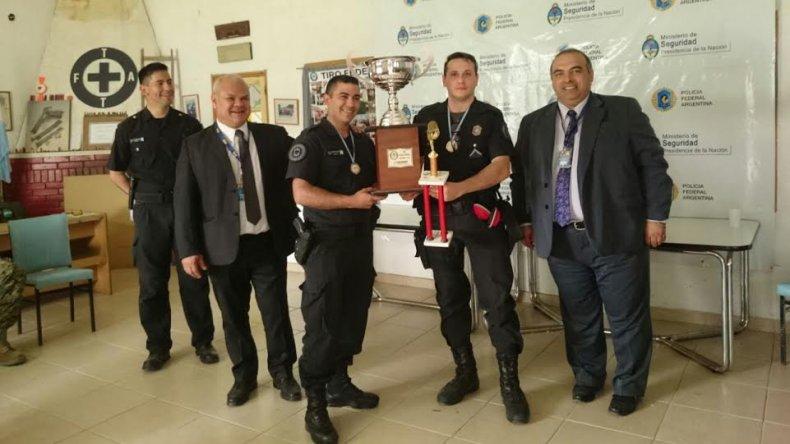 La entrega de premios para los ganadores del torneo interfuerzas que se llevó a cabo en Trelew.