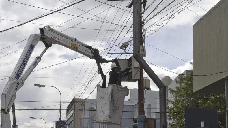 Personal técnico de la Policía del Chubut intenta recuperar la mayor cantidad de cámaras inactivas para sumarlas al nuevo Centro de Monitoreo.