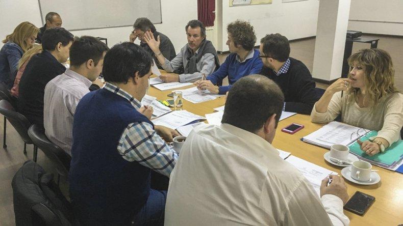 El plenario de concejales con integrantes de la Secretaría de Obras Públicas.