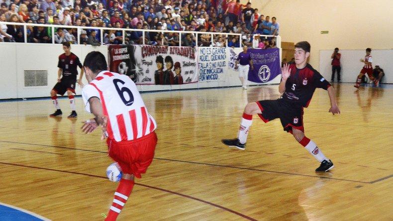 Comodoro Rivadavia no pudo con Metropolitana en la final del Argentino de Cadetes que terminó anoche en el gimnasio municipal 1.