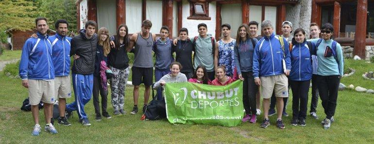 Parte de los deportistas chubutenses que competirán en Chile en una nueva edición de los Juegos de la Araucanía.