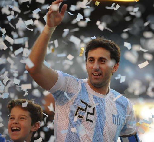 Diego Milito tuvo ayer una emotiva despedida en Avellaneda.