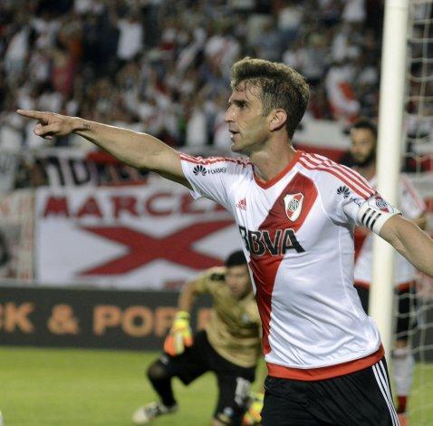 Iván Alonso abrió anoche el marcador del partido que River goleó 5-1 a Olimpia de Paraguay.