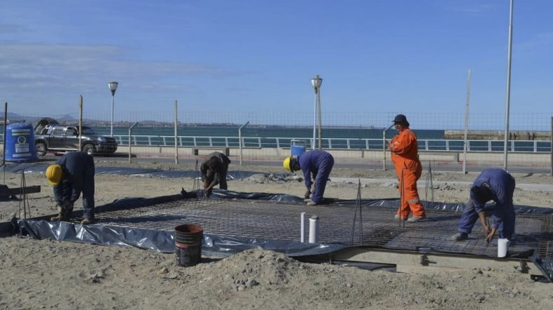 La proyección es que la construcción de los paradores esté lista en sesenta días.