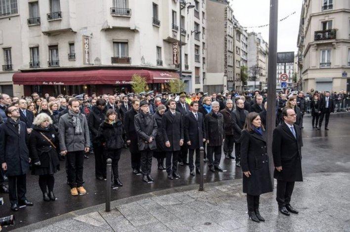 Emotiva conmemoración en Francia a un año de los atentados en París