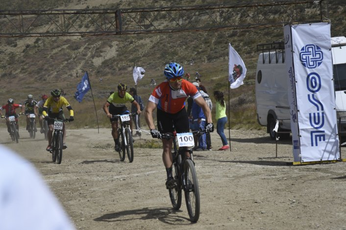 Más de cien ciclistas tomaron parte ayer del Campeonato Argentino de Rally de mountain bike.