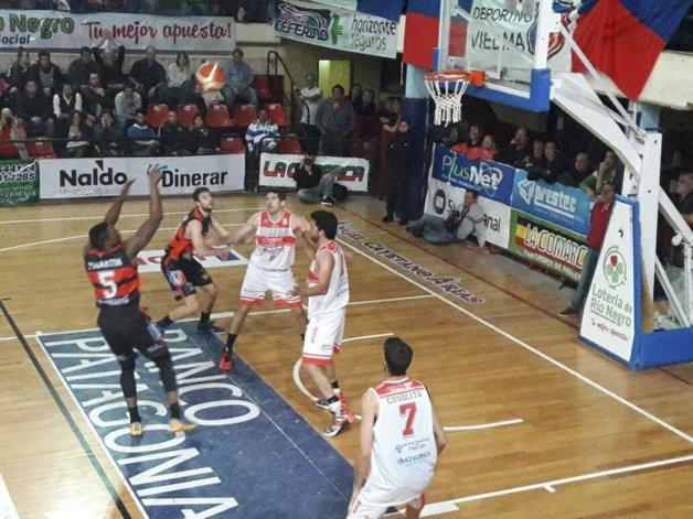 Huracán de Trelew recibe esta noche al Deportivo Viedma por una nueva fecha del Torneo Nacional de Ascenso.