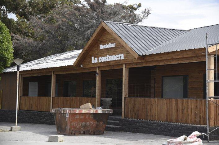 El mismo propietario con otra razón social. Víctor Domínguez reconstruía el bar en forma clandestina