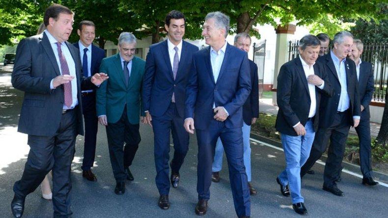 El Ejecutivo recibe a gobernadores como antesala a la sesión en el Senado