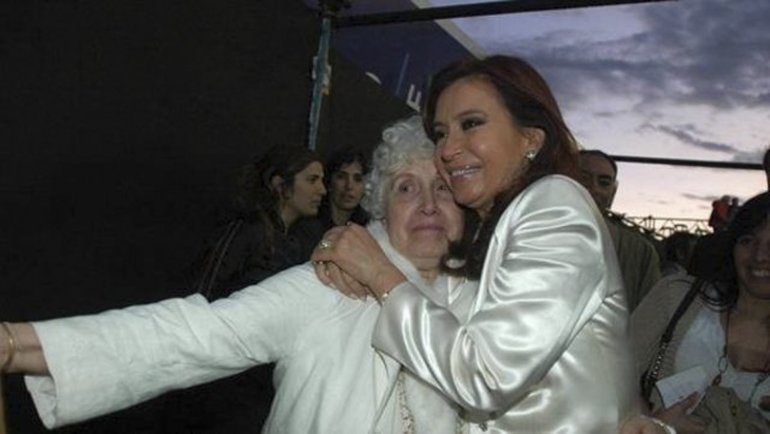 Cristina defendió a su madre de las acusaciones de la diputada Elisa Carrió.