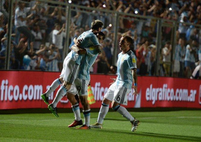 Seguí el minuto a minuto de Argentina y Colombia