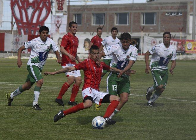 Huracán viene golear 3-0 a Estrella Norte de Caleta Olivia por la última fecha de la primera fase del Federal B.