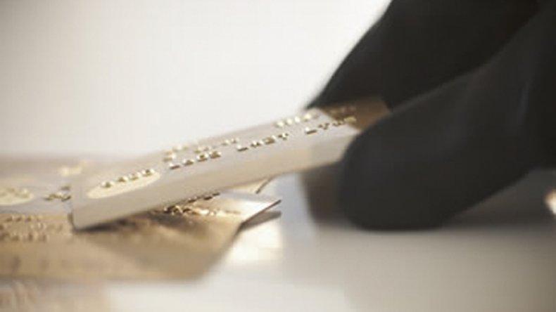 Una mujer deberá devolver el dinero  robado mediante una tarjeta de débito