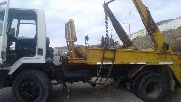 Tres jóvenes robaron un camión pero fueron detenidos cuando cayeron a un desagüe
