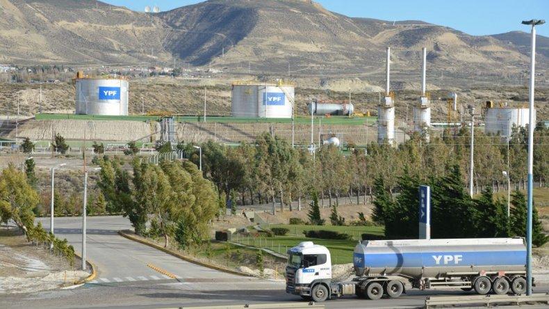Avila acusó a YPF de no invertir en Chubut y la operadora lo desmintió