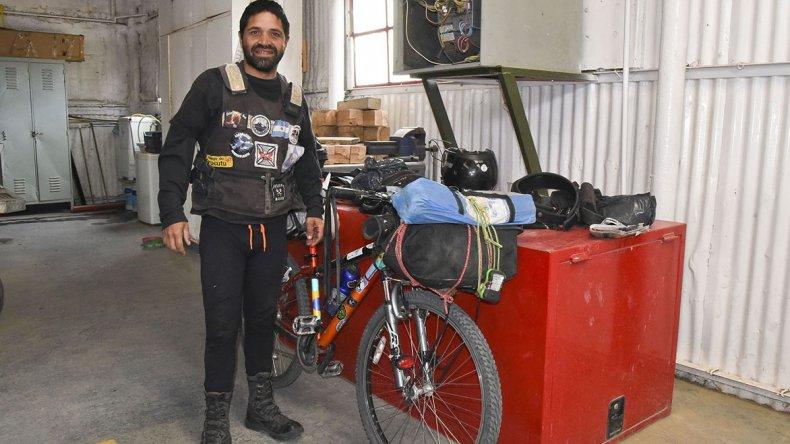 A bordo de su bicicleta el ciclista brasileño está uniendo diferentes puntos del continente