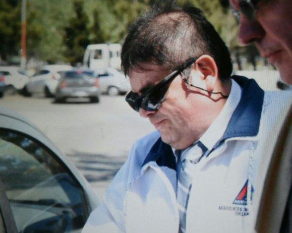 Así salió Marcelo Navarro de la Oficina Judicial tras escuchar el veredicto que lo condenó a cinco años de prisión efectiva.