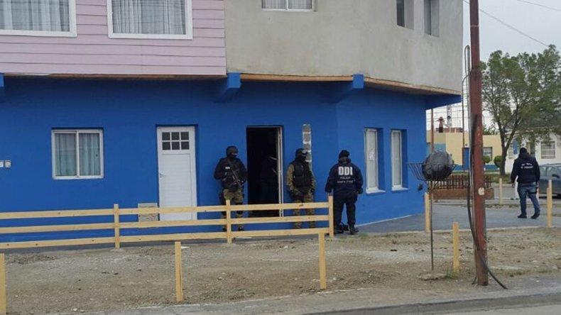 Una de las viviendas que fue allanada por personal de la División de Investigaciones de Río Gallegos.