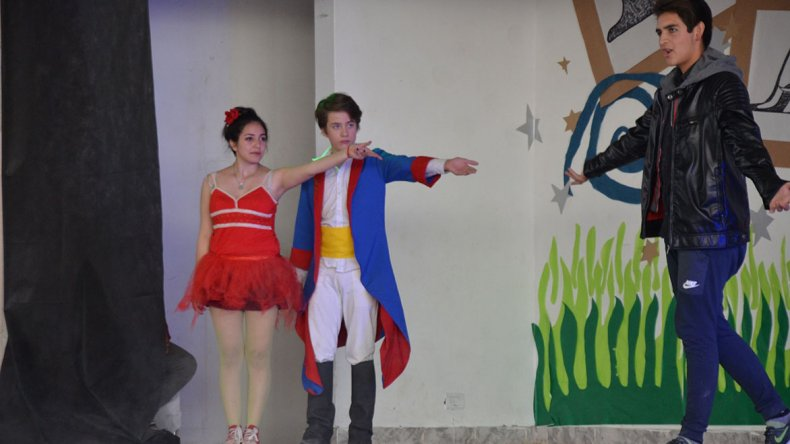 Los estudiantes de la Escuela 723 cerraron su muestra anual con dos funciones de la obra musical El Principito.