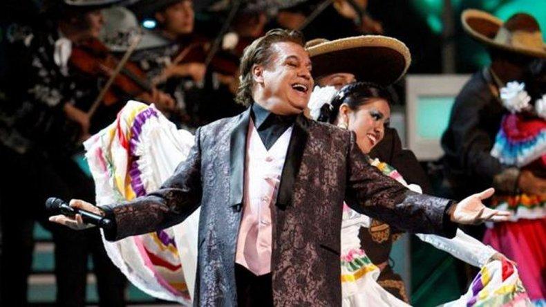 Un cantante pop presentó el premio a Juan Gabriel sin saber que había muerto: ¿No está?