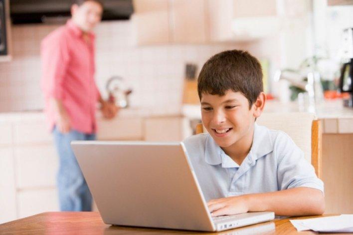 El 80% de los chicos copia y pega de Internet para hacer la tarea