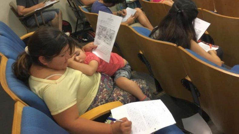 La estudiante que conmovió al profesor en el medio de un examen