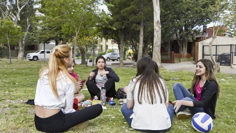 Los estudiantes fueron los más entusiastas para colmar los espacios públicos para disfrutar de la tarde.