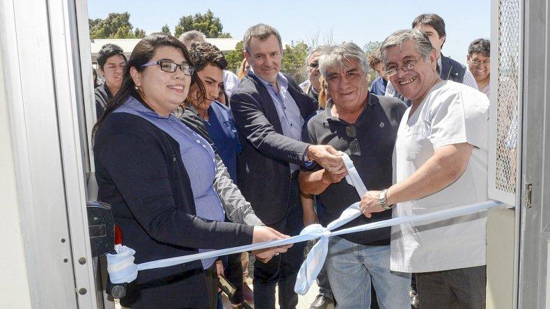 Con la presencia de autoridades municipales se inauguró ayer el moderno Laboratorio de Aguas.