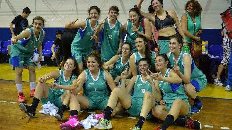 Las chicas del básquetbol festejan la histórica consagración en los Juegos de la Araucanía.