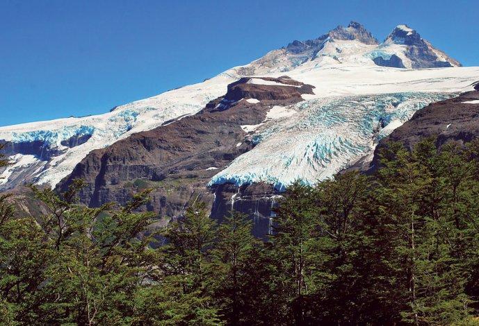 El cerro esconde siete glaciales en sus laderas.