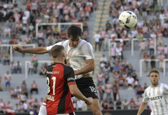 Estudiantes se quedó con otra gran victoria que le permite seguir solo en la punta del Campeonato de la AFA.