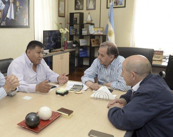 El intendente Carlos Linares se reunió con los secretarios generales de los sindicatos de Petroleros Privados