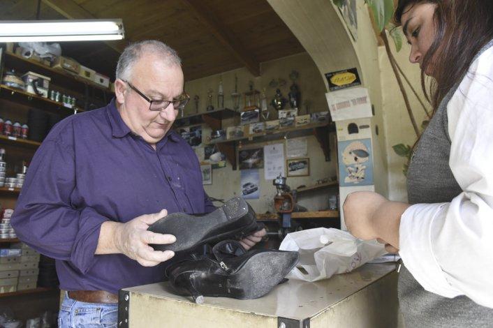 Carlos Villares heredó el oficio de su padre Alfonso
