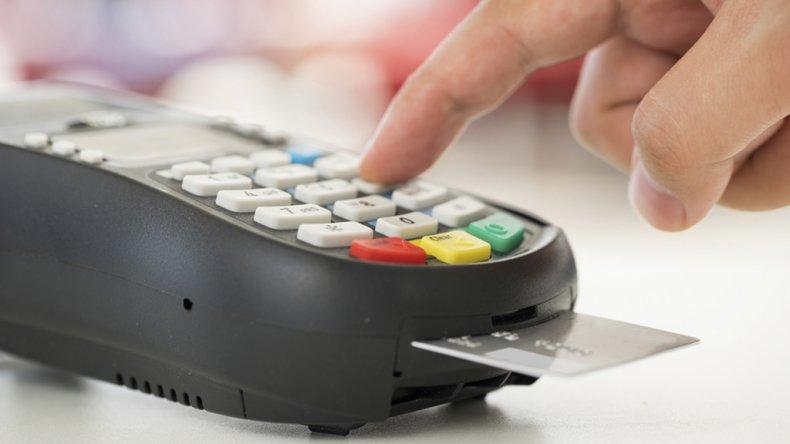El proyecto busca reducir el costo que los comercios pagan a los bancos por el uso del sistema.