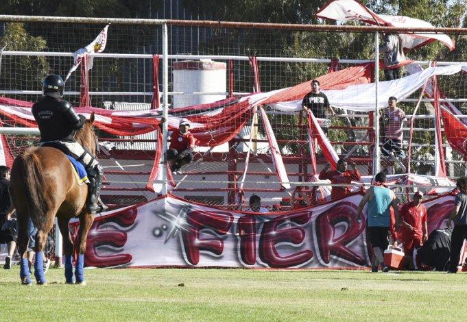 Con una batalla campal finalizó el partido entre Huracán y Germinal.
