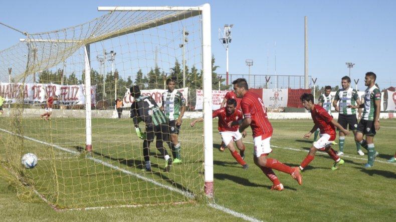 Jeremías Asencio marca el primero de los goles