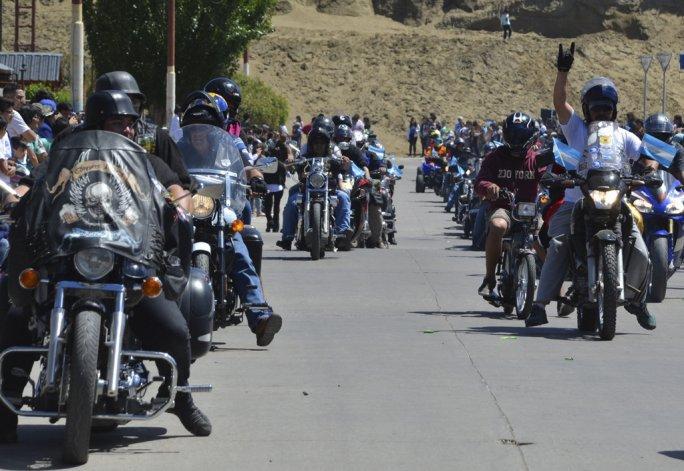 Integrantes de distintas agrupaciones de motoqueros de Caleta Olivia