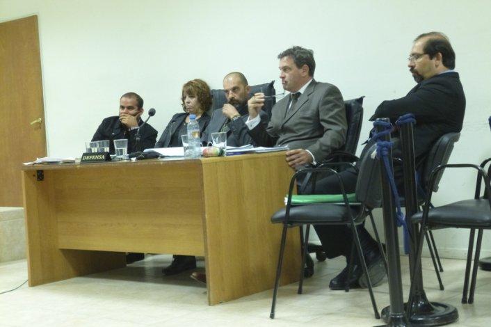 Los médicos juzgados durante el juicio que presidió el juez Jorge Odorisio.