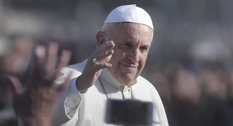 El papa Francisco anunció que los sacerdotes podrán absolver del pecado del aborto.