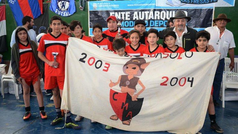 Uno de los equipos que participó en los Juegos Comunitarios de fútbol de salón.