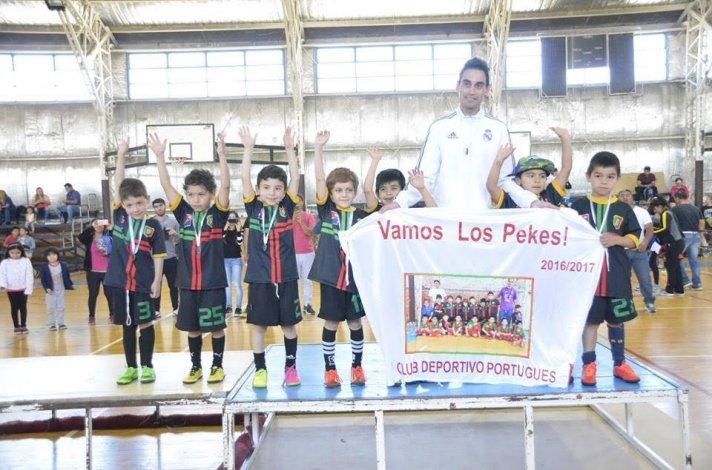 Uno de los equipos que participó en la Liga Municipal de fútbol infantil.