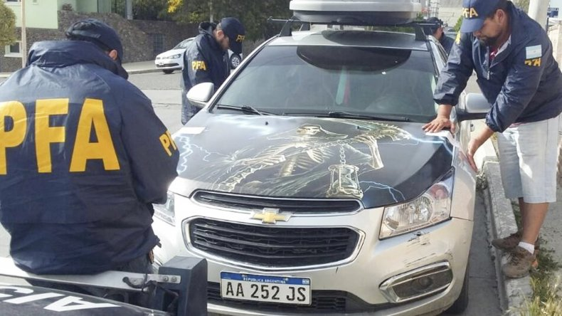 A los policías les llamó la atención una serie de elementos esotéricos que hallaron en la casa de Jano Calderón