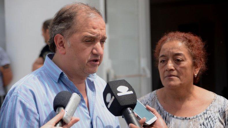 ■El intendente Carlos Linares recorrió ayer las obras del futuro Centro de Salud de la Fracción 14.