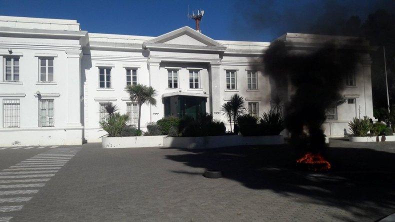 Se levantó la quema de cubiertas en la administración de YPF
