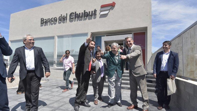 Das Neves inauguró la ampliación y remodelación de la sucursal del Banco del Chubut