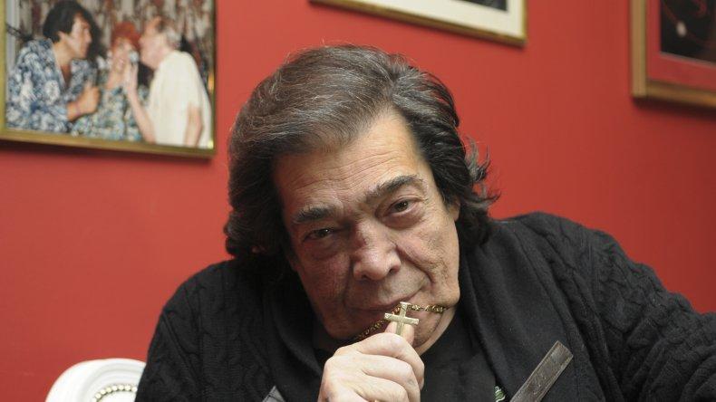 Cacho Castaña anunció el concierto del 16 de diciembre en el teatro Colón.
