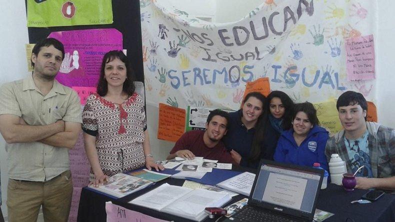 Los estudiantes de la escuela secundaria de Caleta Córdova expusieron los trabajos que realizaron en distintos espacios curriculares.