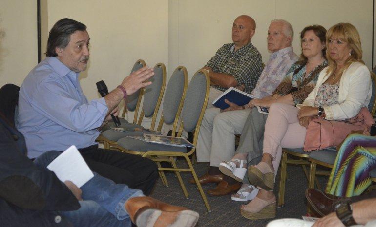 Rafael González Alemán recomendó una alianza con el Pacífico como principio de políticas de desarrollo.