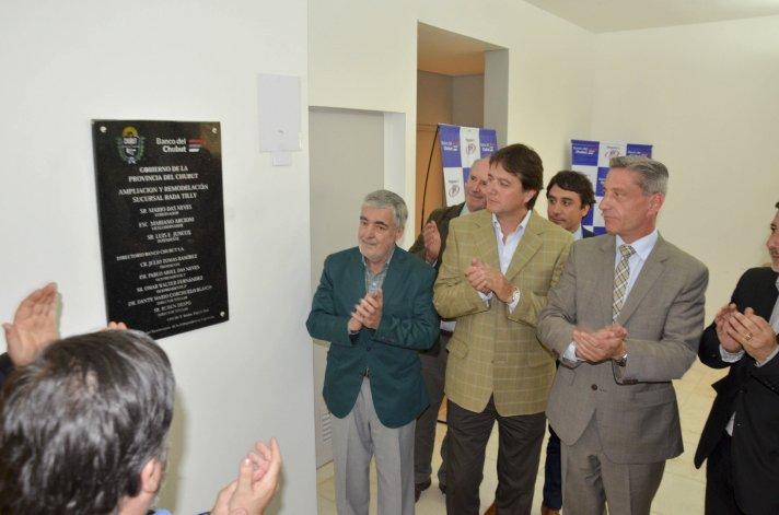 El descubrimiento de una placa en las instalaciones que se inauguraron ayer.