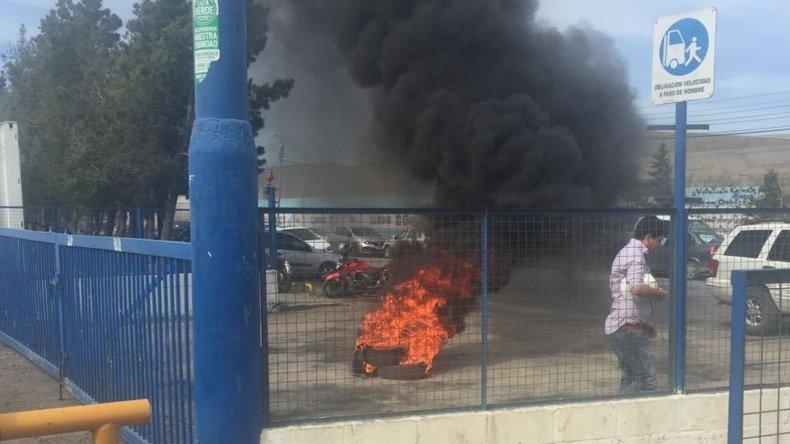En SP los petroleros mantienen la quema de cubiertas